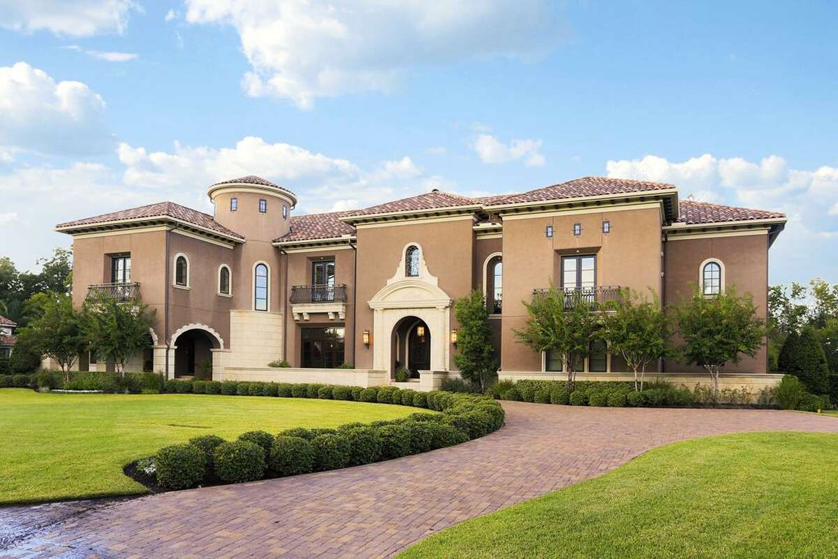 Listing agent: Cindy Burns See the listing here.