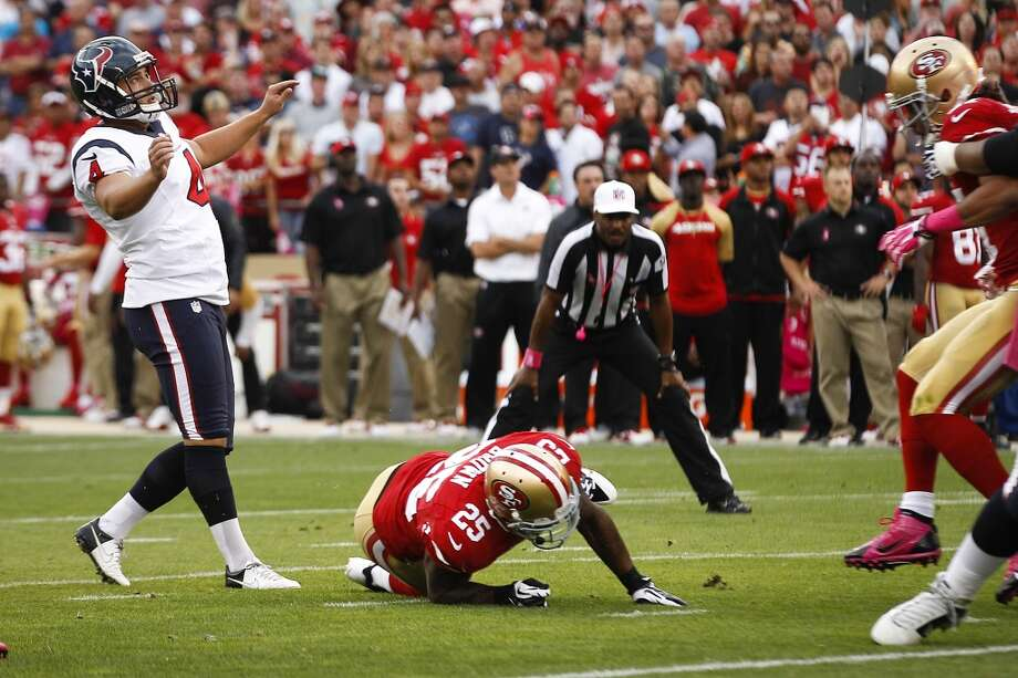 Texans kicker Randy Bullock watches his miss on a 45-yard field goal attept during the first quarter. Photo: Brett Coomer, Houston Chronicle