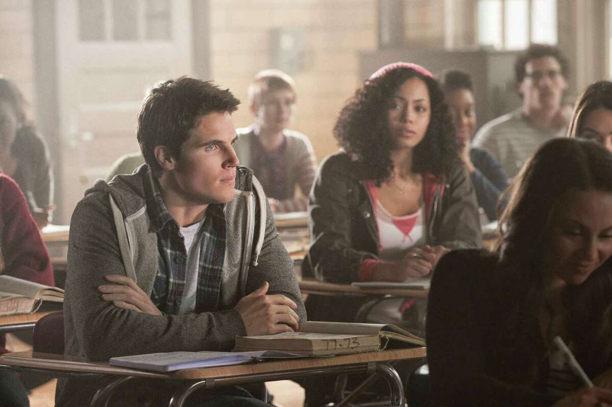 TOMORROW PEOPLE -- Pictured (L-R): Robbie Amell as Stephen and Madeleine Mantock as Astrid