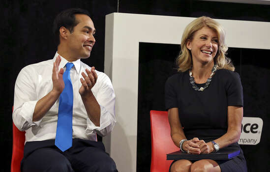 """Mayor Julián Castro, endorsing Davis' candidacy, says, """"It wasn't the right time for me (to run), but I'm so happy that Sen. Davis will be our next governor."""""""
