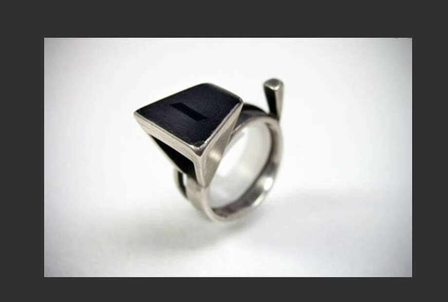 Classic De Patta ring. Mobilia Gallery. Photo: Http://mobilia-gallery.com/artists/mdepatta/