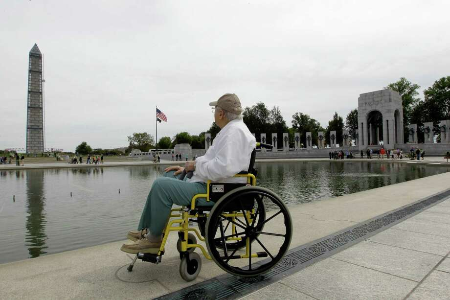 U.S. Army World War II veteran Dom Di Geronimo of Florida, looks at the Washington Monument during a visit at the World War II memorial in Washington, Tuesday, Oct. 8, 2013. Photo: Luis M. Alvarez, Associated Press / FR596 AP