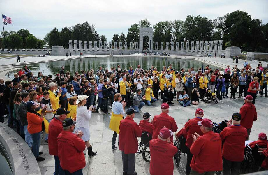 8th grade students from Trinity Valley School of Fort Worth meet with WWII veterans from Texas at the WWII Memorial in Washington, D.C., October 8, 2013. Photo: Olivier Douliery, McClatchy-Tribune News Service / Abaca Press