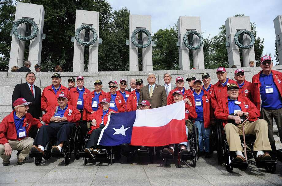 WWII veterans from Texas visit the WWII Memorial in Washington, D.C., October 8, 2013. Photo: Olivier Douliery, McClatchy-Tribune News Service / Abaca Press