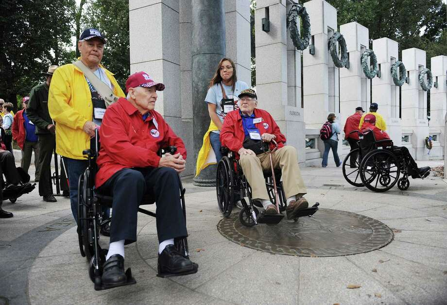 WWII veterans Alfredo Alvarez, left, and Robert Crawford (right) of Fort Worth, Texas visit the WWII  Memorial in Washington, DC, October 8, 2013. Photo: Olivier Douliery, McClatchy-Tribune News Service / Abaca Press
