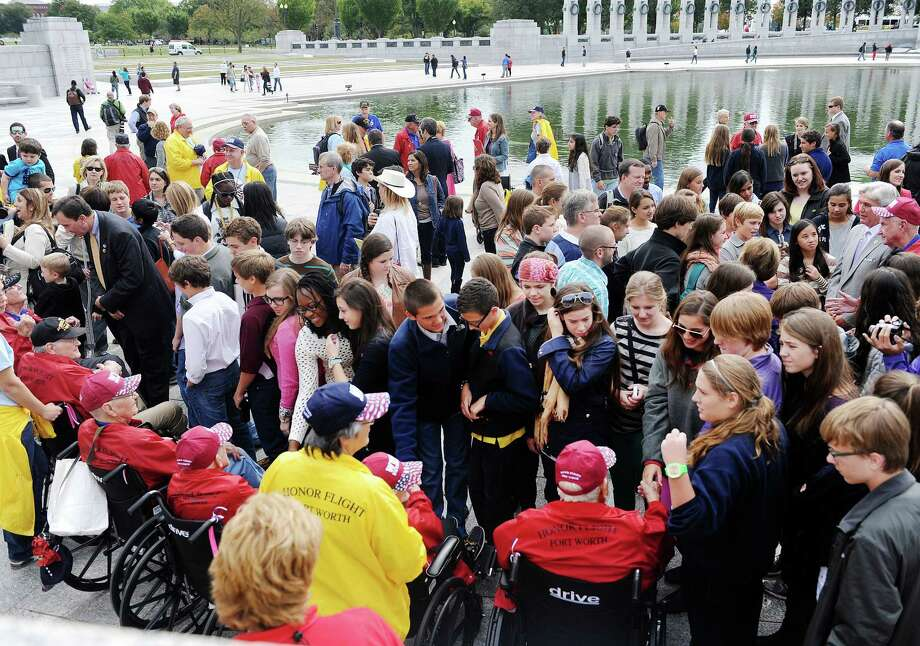 8th grade students from Trinity Valley School of Fort Worth, Texas, meet with WWII veterans from Texas at the WWII Memorial in Washington, D.C., October 8, 2013. Photo: Olivier Douliery, McClatchy-Tribune News Service / Abaca Press