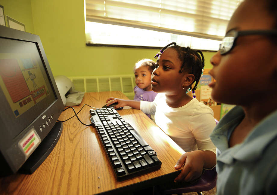 From left; Aaleah Jennings, 2, Ki'yanna Hodge, 4, and Qwenell Lors, 3, all of Bridgeport, use the computer in their newly reopened Head Start classroom at ABCD in Bridgeport, Conn. on Tuesday, October 8, 2013. Photo: Brian A. Pounds / Connecticut Post