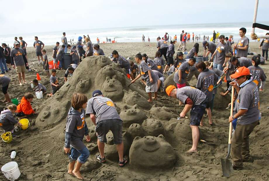 Students work on sand castles with local architects and designers on Ocean Beach during the 2011 contest. Photo: Thomas Webb, The Chronicle