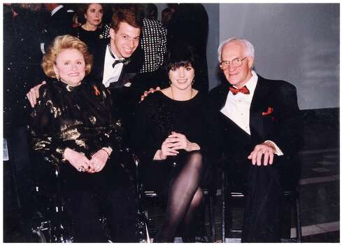 That's Liza Minnelli between Maxine and Emil Mesinger. Photo: -- / ONLINE_YES