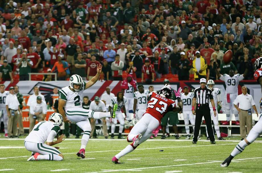 ATLANTA, GA - OCTOBER 07:  Nick Folk #2 of the New York Jets kicks the game-winning field goal as time expires against the Atlanta Falcons at Georgia Dome on October 7, 2013 in Atlanta, Georgia.  (Photo by Kevin C. Cox/Getty Images) ORG XMIT: 175882424 Photo: Kevin C. Cox / 2013 Getty Images