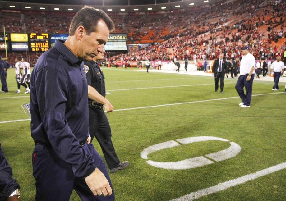 Texans head coach Gary Kubiak walks off the field after the Texans loss to the 49ers. Photo: Brett Coomer, Houston Chronicle