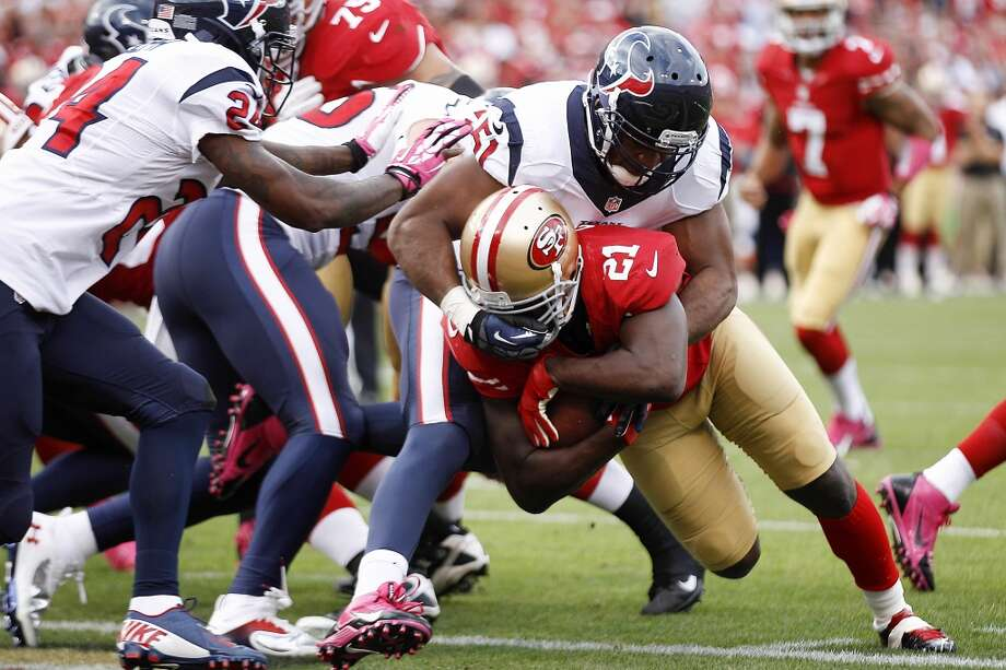49ers running back Frank Gore scores on a 1-yard touchdown run past Texans linebacker Darryl Sharpton. Photo: Brett Coomer, Houston Chronicle