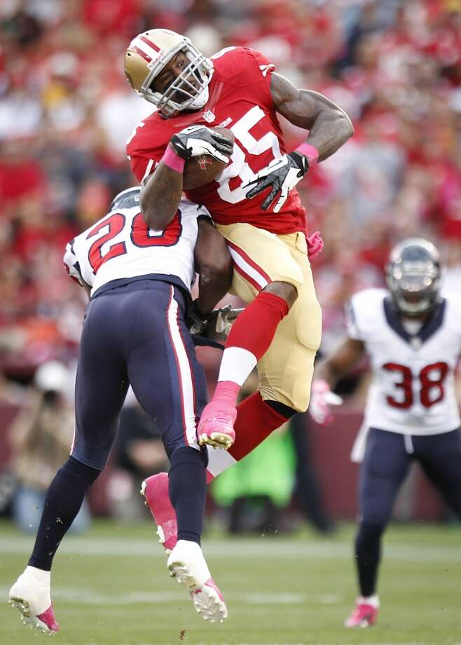 49ers tight end Vernon Davis (85) makes a catch as Texans free safety Ed Reed defends. Photo: Brett Coomer, Houston Chronicle