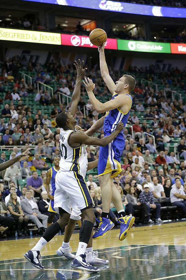 David Lee (right), who had surgery after last season to repair a torn hip flexor, is performing well in exhibition games. Photo: Rick Bowmer, Associated Press