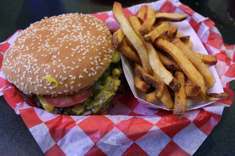 The newest location of Big Bob's Burgers, at 100 N. Santa Rosa St., Suite 140, offers the same menu of burgers, sandwiches, salads and more. Photo: Photos By Jennifer McInnis / San Antonio Express-News