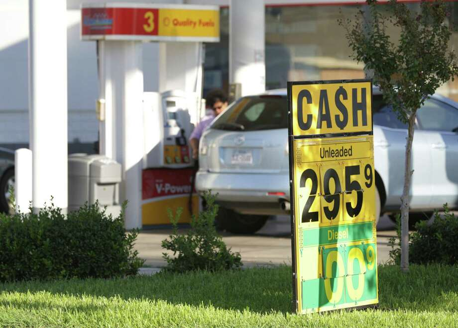 The price of gas is down to $2.95 if you pay with cash, at the Shell station on Eisenhauer Rd. at Harlow Dr. Wednesday, Oct. 9, 2013. Photo: San Antonio Express-News / ©2013 San Antonio Express-News
