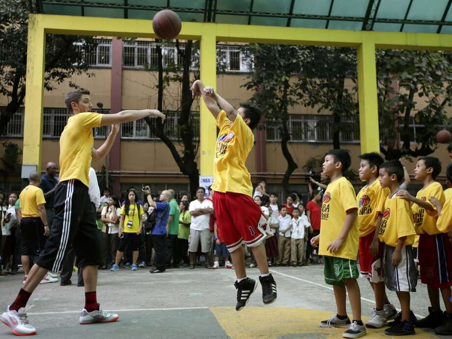 Chandler Parsons of the Rockets interact with young basketball fans in the Philippines. Photo: Bullit Marquez, Associated Press