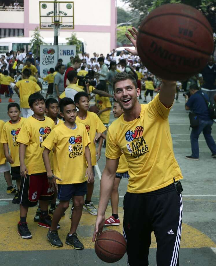 Rockets forward Chandler Parsons interacts with basketball fans from the Philippines. Photo: Bullit Marquez, Associated Press