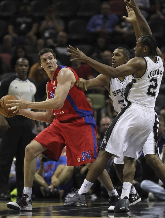 CSKA Moscow's Sasha Kaun runs into San Antonio Spurs' Boris Diaw and Kawhi Leonard during the first half of an exhibition game at the AT&T Center on Wednesday, Oct. 9, 2013. Photo: Jerry Lara, San Antonio Express-News