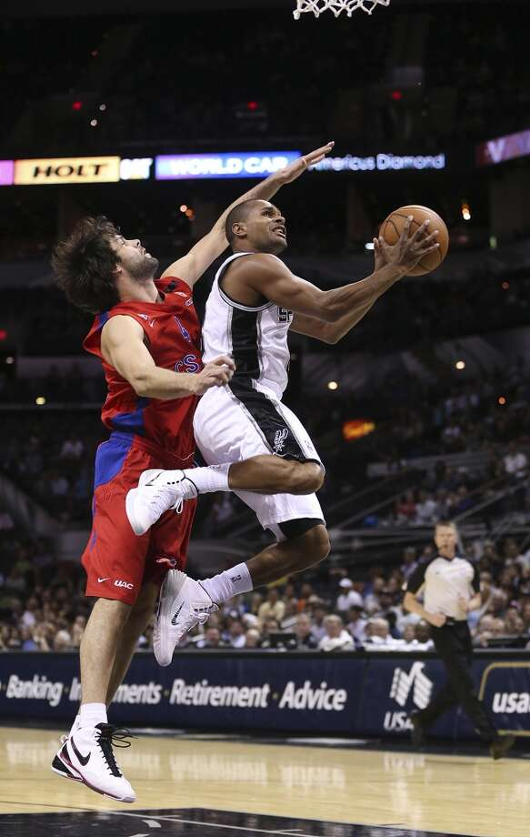 San Antonio Spurs' Patty Mills drives for two against CSKA Moscow Milos Teodosic during the second half of an exhibition game at the AT&T Center on Wednesday, Oct. 9, 2013. The Spurs won in overtime 95-93. Photo: Jerry Lara, San Antonio Express-News