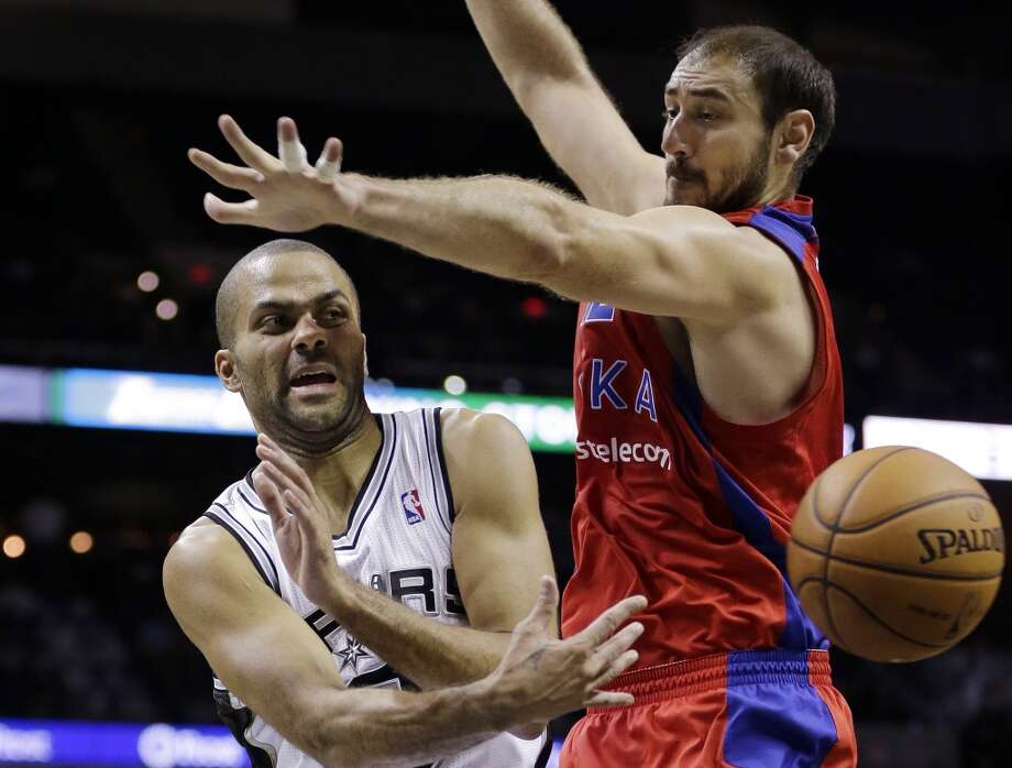 San Antonio Spurs' Tony Parker, left, of France, passes around CSKA Moscow's Nedad Krstic, right, during the first half of an exhibition NBA basketball game, Wednesday, Oct. 9, 2013, in San Antonio. Photo: Eric Gay, Associated Press