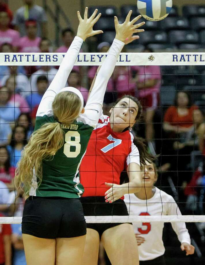 Antonian's Emilie Boren (center) tries to get a shot past Incarnate Word's Alyssa Narendorf as Emily Ramirez looks on during their match at Grehey Arena on Wednesday, Oct. 9, 2013.  MARVIN PFEIFFER/ mpfeiffer@express-news.net Photo: Marvin Pfeiffer, San Antonio Express-News / Express-News 2013