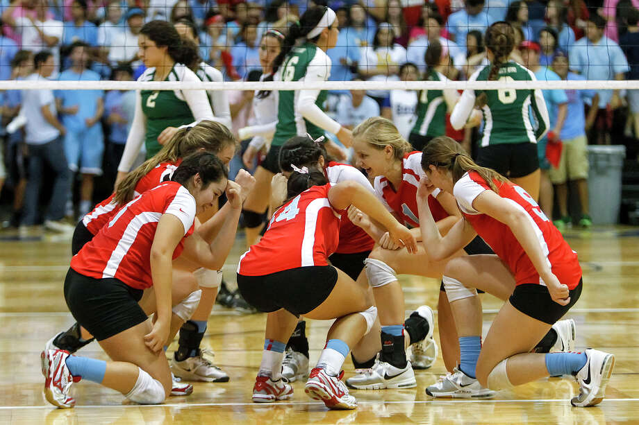 The Antonian Lady Apaches do a Tebow celebration after a point during their match with Incarnate Word at Grehey Arena on Wednesday, Oct. 9, 2013.  MARVIN PFEIFFER/ mpfeiffer@express-news.net Photo: Marvin Pfeiffer, San Antonio Express-News / Express-News 2013