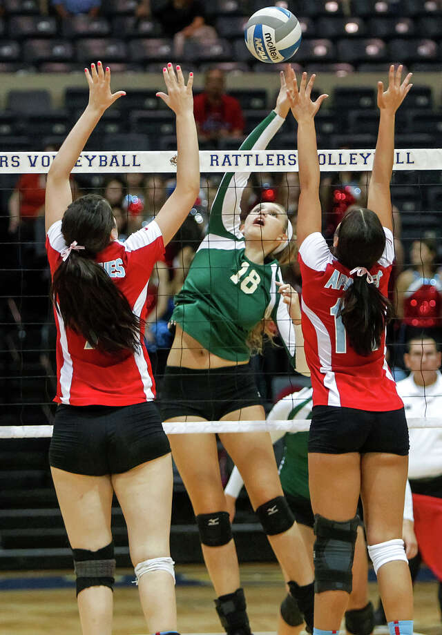 Incarnate Word's Alyssa Narendorf (center) goes up for a shot between Antonian's Emilie Boren (left) and Andrea Biaggi during their match at Grehey Arena on Wednesday, Oct. 9, 2013.  MARVIN PFEIFFER/ mpfeiffer@express-news.net Photo: Marvin Pfeiffer, San Antonio Express-News / Express-News 2013