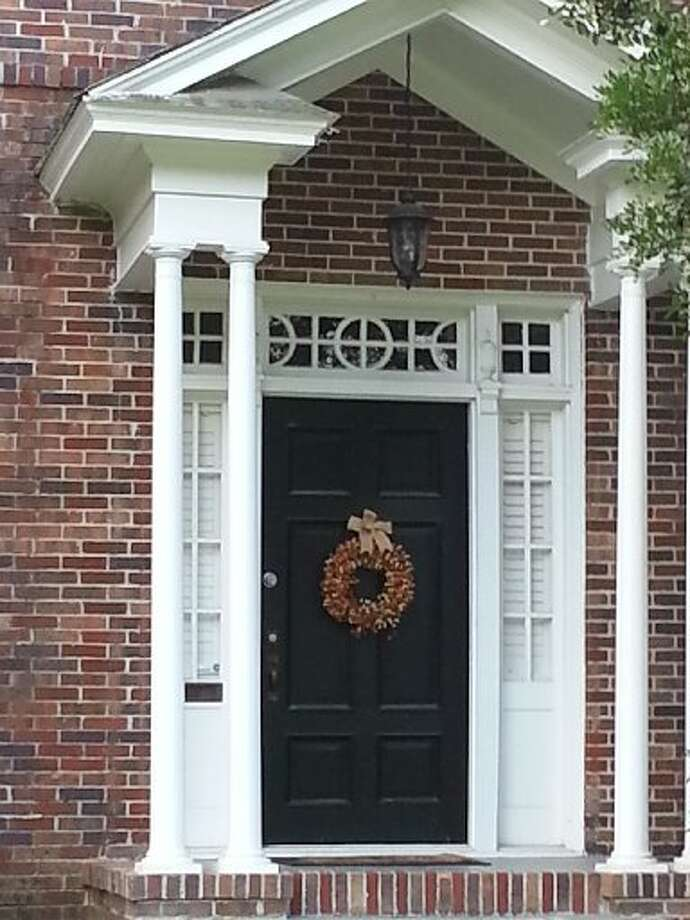 Elegant and simple, this earth-toned wreath picks up the reddish tones of the brick and makes the dark door pop. Photo: Emily Spicer, San Antonio Express-News