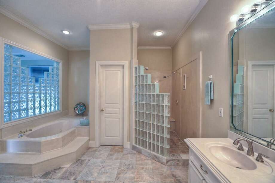 Listing agent: Anne CumminsSee the listing here. Photo: HAR