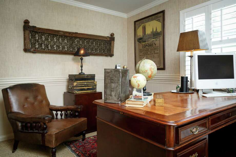 - A photo of the Smiths receiving a marriage blessing from Pope John Paul II sits in the living area.  1 The office has armchairs from a London gentleman's club. Photo: Michael Paulsen, Staff / © 2013 Houston Chronicle