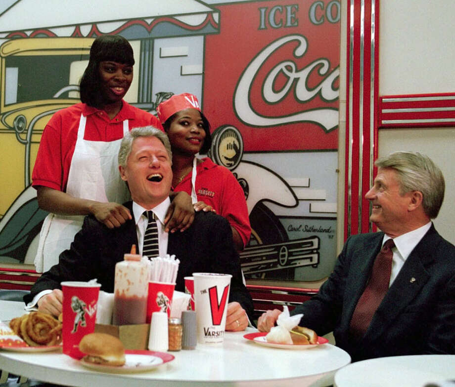 ** ADVANCE FOR WEEKEND EDITIONS, JULY 26-27 - FILE ** President Clinton shares a light moment with waitresses at The Varsity, a local Atlanta eatery, in this Jan. 15,1996, file photo, as then-Georgia Gov. Zell Miller looks on. The waitresses are unidentified. The Varsity - the downtown Atlanta fast-food landmark - is celebrating it's 75th anniversary all year. Presidents including Clinton, Jimmy Carter, and George H. W. Bush  have all stopped by over the years. (AP Photo/Greg Gibson, File) Photo: GREG GIBSON, AP / AP