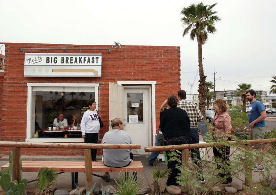 People wait in line for a table at Matt's Big Breakfast Tuesday, Nov. 25, 2008 in Phoenix. It's not every big city where you can scale a mountain, sample Mexican food and take in a free art show, all in one day. (AP Photo/Ross D. Franklin) Photo: Ross D. Franklin, AP / AP