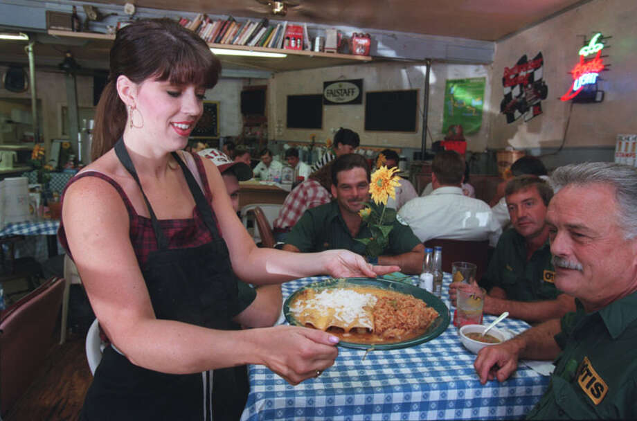 l-r:  Jessica Prior; Louis Hutchison (partially hidden); Billy McCormick; Buddy Hoffman; Marty Connelly.  Lankford Grocery  08/05/98 Photo: Betty Tichich, Houston Chronicle / Houston Chronicle