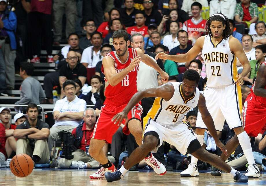 Omri Casspi of the Rockets reacts after Solomon Hill loses the ball as Chris Copeland of the Pacers looks on. Photo: Mike Young, Getty Images
