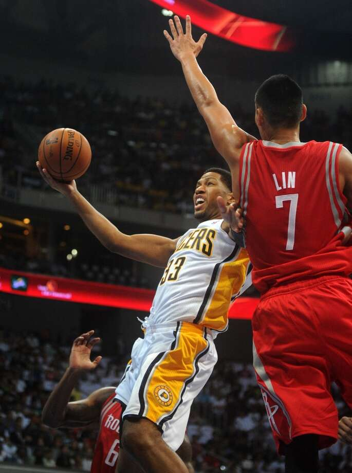 Rockets guard Jeremy Lin defends Pacers forward Danny Granger. Photo: NOEL CELIS, AFP/Getty Images