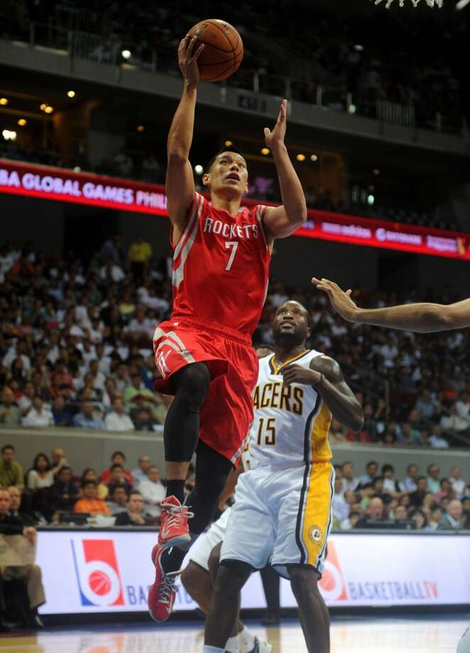 Rockets point guard Jeremy Lin shoots against the Pacers. Photo: NOEL CELIS, AFP/Getty Images