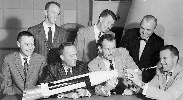 KRT US NEWS STORY SLUGGED: COOPER-OBIT KRT PHOTOGRAPH VIA NASA (October 3) NASA VIA ORLANDO SENTINEL (October 15) This 1962 NASA photo shows the original Mercury astronauts with a model of an Atlas rocket. Standing, left to  right, are: Alan B. Shepard, Jr., Walter M. Schirra, Jr., and John H. Glenn, Jr. Seated, left to right are: Virgil I. Grissom, M. Scott Carpenter, Donald Slayton, and L. Gordon Cooper, Jr. Cooper died Monday, October 4, 2004 at his home in Ventura, California. He was 77. (mvw) 2004  