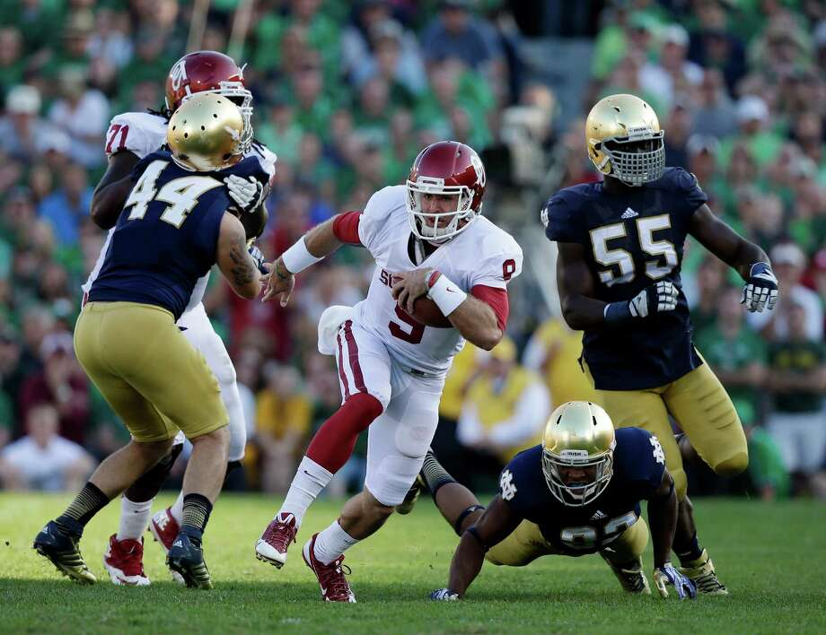 Oklahoma's Trevor Knight (9) runs during the second half of an NCAA college football game against Notre Dame, Saturday, Sept. 28, 2013, in South Bend, Ind. Oklahoma defeated Notre Dame 35-21. (AP Photo/Darron Cummings) Photo: Darron Cummings, Associated Press / AP