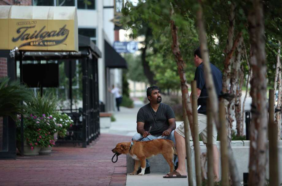 The 2000 block of Bagby: One of Houston's rare walkable streetscapes. Photo: Mayra Beltran, Houston Chronicle / © 2013 Houston Chronicle