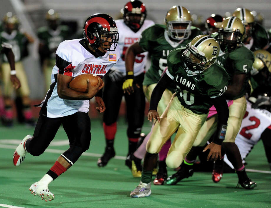 Central's Bilal Muhammad carries the ball, during high school football action against Bassick in Bridgeport, Conn. on Thursday October 10, 2013. Muhammad carried the ball over 60 yards for a touchdown. Photo: Christian Abraham / Connecticut Post