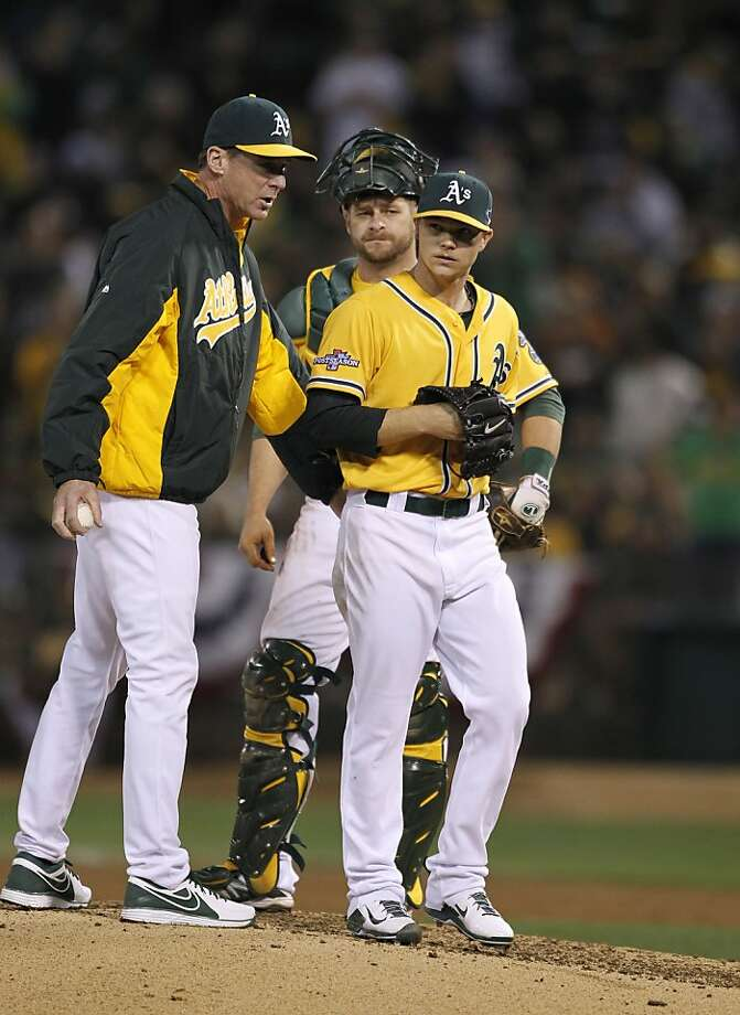 Manager Bob Melvin removes Sonny Gray (right), who  earlier hurt his left hand, as Stephen Vogt watches. Photo: Michael Macor, The Chronicle