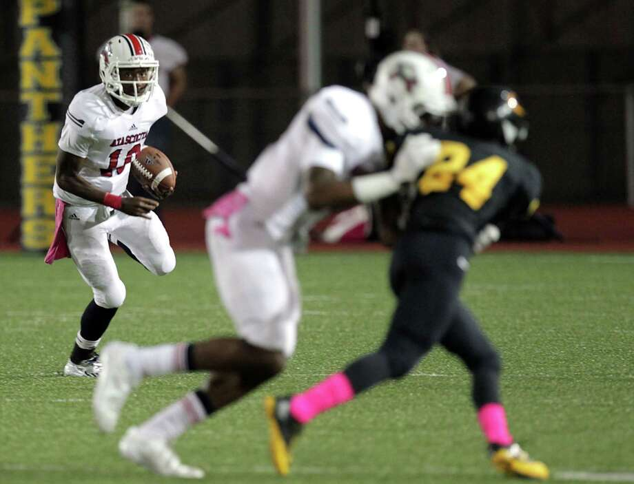 Atascocita's quarterback Greg Campbell left, runs the ball against Klein Oak during the first quarter of high school football game action at Klein Memorial Stadium Thursday, Oct. 10, 2013, in Houston. Photo: James Nielsen, Houston Chronicle / © 2013  Houston Chronicle
