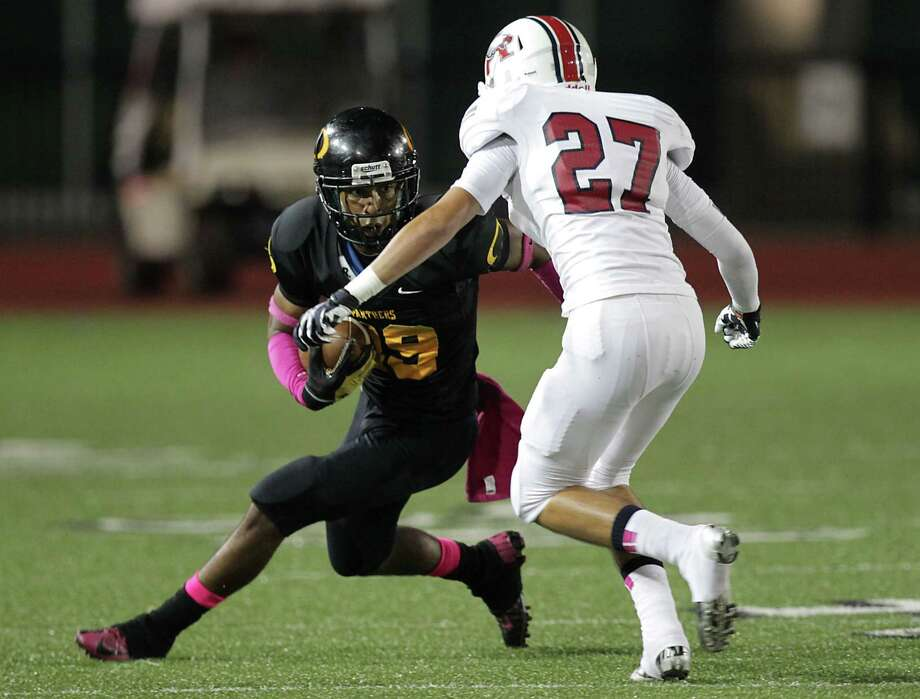 Klein Oak's Derrick Durden left, and Atascocita's Jayce Rumsey right, during the first quarter of high school football game action at Klein Memorial Stadium Thursday, Oct. 10, 2013, in Houston. Photo: James Nielsen, Houston Chronicle / © 2013  Houston Chronicle