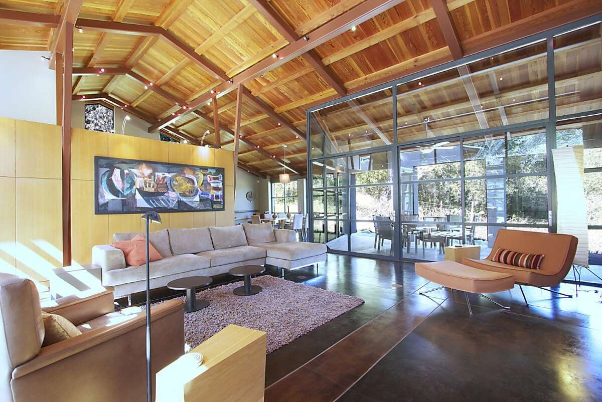 Walls of glass enable natural light to illuminate the living room of the Cloverdale home.Ê