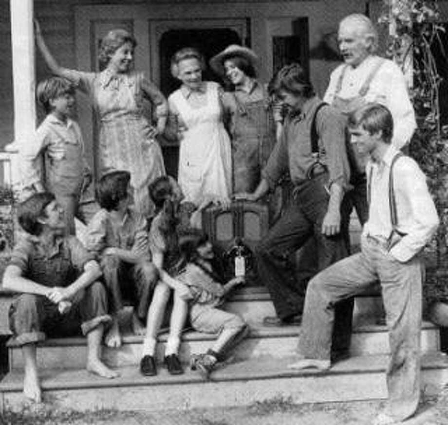 John and Olivia Walton make raising seven kids seem easy in the 1970s show 'The Waltons.'