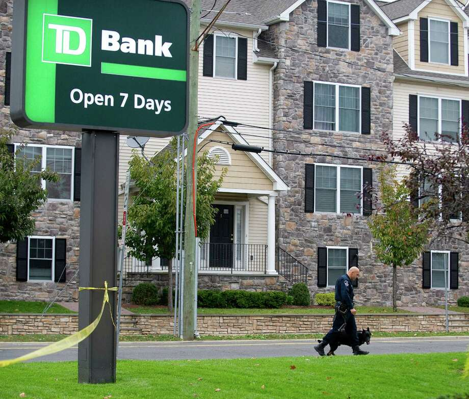 Police investigate a bank robbery at TD Bank at the corner of Summer and Third Streets in Stamford, Conn., on Friday, October 11, 2013. Photo: Lindsay Perry / Stamford Advocate