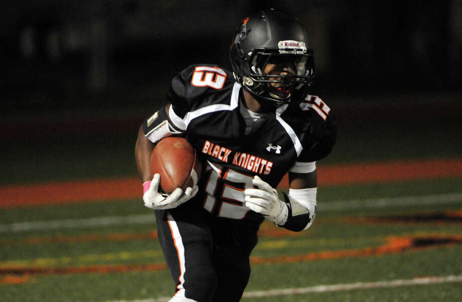Stamford's Tyree Smith moves the ball as Stamford High School hosts Ridgefield in a football game in Stamford, Conn., Oct. 11, 2013. Photo: Keelin Daly / Stamford Advocate Freelance