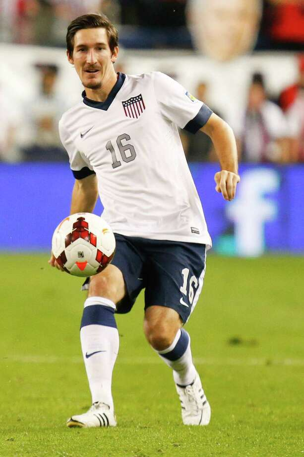 KANSAS CITY, KS - OCTOBER 11:  Sacha Kljestan #16 of the U.S. Men's National Soccer Team drives up the field against Jamaica early in the second half at Sporting Park on October 11, 2013 in Kansas City, Kansas. Photo: Kyle Rivas, Getty Images / 2013 Getty Images