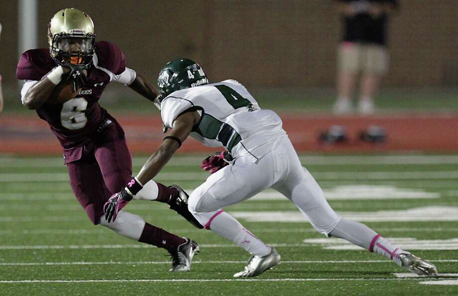 Summer Creek's Torrey Johnson left, is tackled by Kingwood's Jared Como during the second quarter of high school football game action at Humble ISD's Turner Field Friday, Oct. 11, 2013, in Humble. Photo: James Nielsen, Houston Chronicle / © 2013  Houston Chronicle